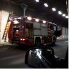 Traffico bloccato sull'A1 verso Roma: furgone in fiamme, lunghe code