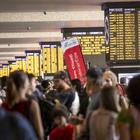 Caos treni, ritardi tra le 3 e le 4 ore: Trenitalia e Italo, rimborsi integrali. Di Maio: «Attentato allo Stato»