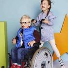 Vestiti più facili da indossare, ecco la linea d'abbigliamento pensata per i bimbi disabili