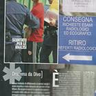 Fabrizio Corona viene scortato all'ospedale Galeazzi di Milano (Diva e donna)