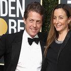 Hugh Grant si sposa a 57 anni, nozze a fine maggio per lo scapolo d'oro d'Inghilterra