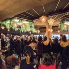 Tutti pazzi per l'Aperi-sushi: folla di volti noti nel ristorante giardino di via Tiburtina
