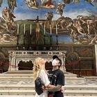 Chiara Ferragni e Fedez ai Musei Vaticani, scoppia la polemica: «Le foto sono vietate»