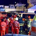 Incidente: auto travolge un gruppo di turisti, morti 6 ventenni e 11 feriti a Brunico. Guidatore arrestato: «Era ubriaco»