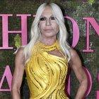 «Versace verso la vendita»: Kors o Tiffany potrebbero acquistarla per 2 miliardi di dollari