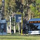 Casal Palocco, litiga con autista bus e lo obbliga a fermarsi: denunciato