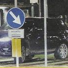 Belen Rodriguez, Suv parcheggiato sulle rotaie del tram a Milano durante l'aperitivo