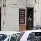Napoli come Amsterdam, quartiere a luci rosse: le ragazze in vetrina nei «bassi»