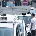 Il taxi con un'app sullo smartphone: Napoli si adegua alle grandi città