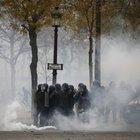 Lancio di fumogeni sugli Champs-Elysées
