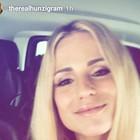 Michelle Hunziker a Sorrento: spesa in farmacia e pranzo al ristorante
