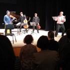 John Malkovich annienta la musica a Solomeo, ridendone col pubblico