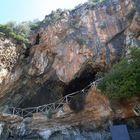Una collana dell'Età del bronzo  nella grotta della cala a Camerota