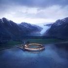 Un anello di legno e vetro: l'hotel a impatto zero tra i fiordi della Norvegia