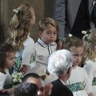 Royal Wedding, tutti pazzi per il principino George: le foto durante la cerimonia divertono il web