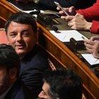 Renzi, esordio al Senato tra selfie e saluti. Poi promette: «Sto zitto due anni»
