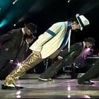 Michael Jackson e la mossa segreta in Smooth Criminal. Svelato il trucco da un team medico
