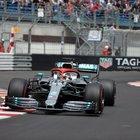 Hamilton in pole, prima fila tutta Mercedes. Quarto Vettel