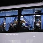 """Coronavirus, dalla Diamond Princess scendono solo gli americani: gli italiani restano a bordo. Ai """"domiciliari"""" 60 milioni di cinesi"""