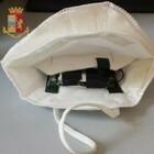 Test patente, telecamera nella mascherina per superare esame teorico. Suggerimenti con le vibrazioni del telefonino