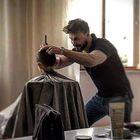 Christian, il parrucchiere che ha aperto un salone per i bambini autistici