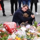 Nuova Zelanda, la lista delle vittime. Identificati i primi due nomi. Il sopravvissuto: «Salvo per un ritardo»