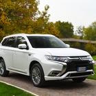 Outlander Phev, il Suv ibrido plug-in di Mitsubishi si rinnova: molto hi-tech e piacevole alla guida
