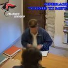 Il sindaco di Cusano Mutri incastrato dalla camera nel pupazzo di peluche