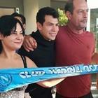 Napoli, Lozano è arrivato a Roma: abbracci, selfie e sciarpa azzurra