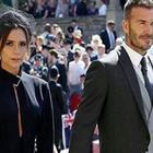 «Trascinata per i capelli», tradimento di David Beckham e il retroscena su Victoria triste alle nozze reali