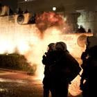 """Scontri al Parlamento: rabbia e proteste contro la riforma degli scioperi. Tsipras: """"Siamo quasi liberi dalla Troika"""""""