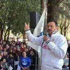 Salvini, sì al grembiule obbligatorio a scuola: «Così tutti i bambini sono uguali»