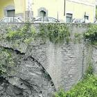 Costiera in briciole, crolli sotto le case costruite sul canyon