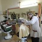 I deputati M5S e la barberia di Montecitorio: volevano chiuderla, è diventata la loro passione