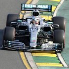 Gp Australia, Mercedes domina pole, Ferrari 3^ e 5^. Hamilton davanti, Vettel: «Sorpreso dal gap»