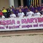 """I funerali di Alessia e Martina. Il prete: """"Preghiamo per loro padre"""""""