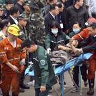 Esplosione in una miniera, due morti e 19 dispersi: «Si scava per salvare le loro vite»