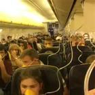 Escono le maschere dell'ossigeno, passeggeri terrorizzati Video