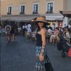 Ornella Muti e la figlia Naike performance nella Piazzetta di Capri