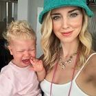 Chiara Ferragni, la foto con Leone in lacrime. I fan notano un particolare: «Non è possibile...»