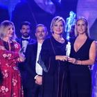 Napoli, bagno di folla per Simona Ventura premiata al Tuttosposi con il working woman award