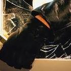 Rapina in villa, ex sindaco e moglie sorpresi nel sonno: picchiati e legati