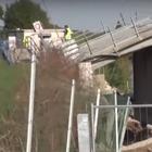 Ravenna, crolla un ponte: tecnico della protezione civile precipita e muore sotto le macerie VIDEO CHOC