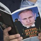 """Russia-GB, è alta tensione: la May espelle 23 diplomatici. Mosca minaccia: """"È scontro, reagiremo"""""""