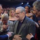 Sanremo 2020,omaggio a Vincenzo Mollica: tutto l'Ariston in piedi. Standing ovation per lui