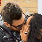 Isola, Francesco Monte e Paola Di Benedetto non si nascondo più: baci pubblici a Milano