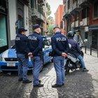 Sangue sulla movida di Chiaia: spari ai Baretti, feriti sei giovani Colpi esplosi a bordo di scooter