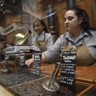 Starbucks a Milano, ma a che prezzo? «Il caffè costa 1,80 euro, il cappuccino 4,50». Ed è già polemica