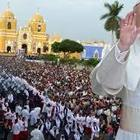 Bergoglio in Perù denuncia l'alto tasso di femminicidi