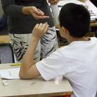 Mamma prende a schiaffi la prof d'inglese per un brutto voto al figlio